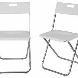 Складные белые стулья